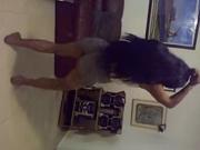 Mulatas gostosas toda boa dançando de shortinho jeans curto