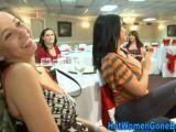 Latinas amadoras juntas no baile de arrombar