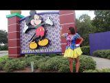 Negra gostosa tremenda safada em passeio pela Disney