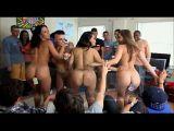 Gostosas dando pra vários homens em pura orgia