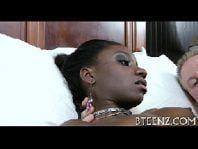 Sexo novinha negra com um playboy em foda