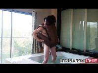 Porno com negra tesuda caindo na pica grande e grossa