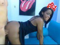 Porno caseiro com negra amadora fodendo e gravando na webcam