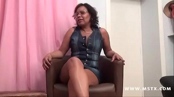 Coroa negra gostosa fazendo sexo quente
